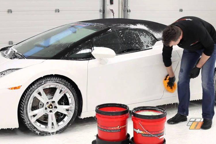 เคล็ดลับการล้างรถและการดูแลสีรถด้วยตนเอง